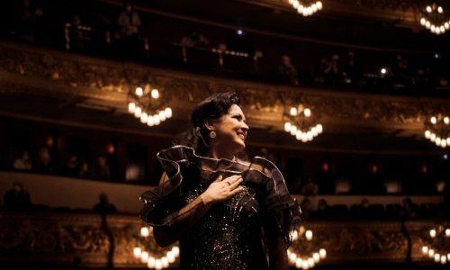 Anna Netrebko ofrece un recital en el Liceu, inspirado en el día y la noche