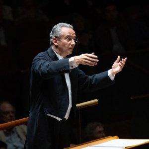 Fabio Luisi dirige Haydn y Strauss al frente de la Orquesta Nacional de España