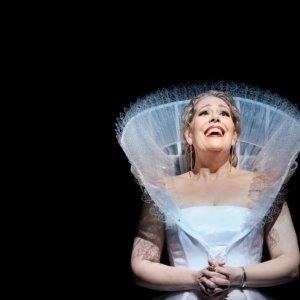 Sondra Radvanovsky canta el final de las reinas Tudor de Donizetti en el Gran Teatre del Liceu