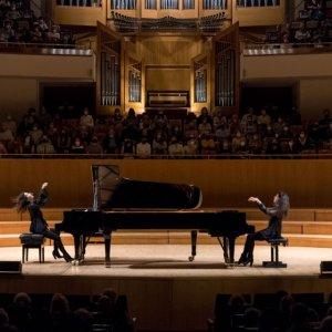 Las hermanas Katia y Marielle Labèque tocan Ravel, Bernstein y Schubert en Ibermúsica