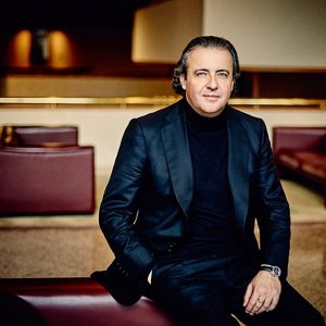 La OBC ofrece un concierto extraordinario para sus abonados, con Juanjo Mena a la batuta