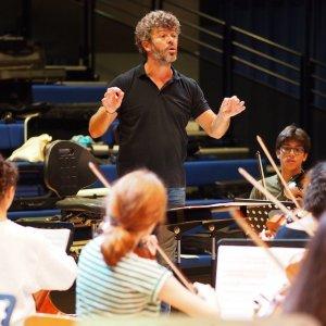 Pablo Heras-Casado, de gira en Grafenegg y Bolzano con la European Union Youth Orchestra