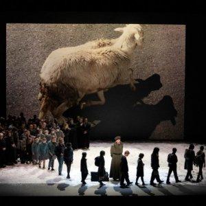 """El Liceu ofrece el """"War Requiem"""" de Britten en una propuesta del fotógrafo y artista visualWolfgang Tillmans"""